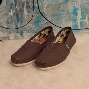 Woman's Tom's Size 6